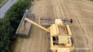 Die Getreide  Ernte 2014 New Holland TX 68 Plus Luftaufnahme 2015