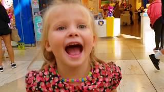 Эльвира Искала Братика в магазине и нашла Супер магазин с игрушками.