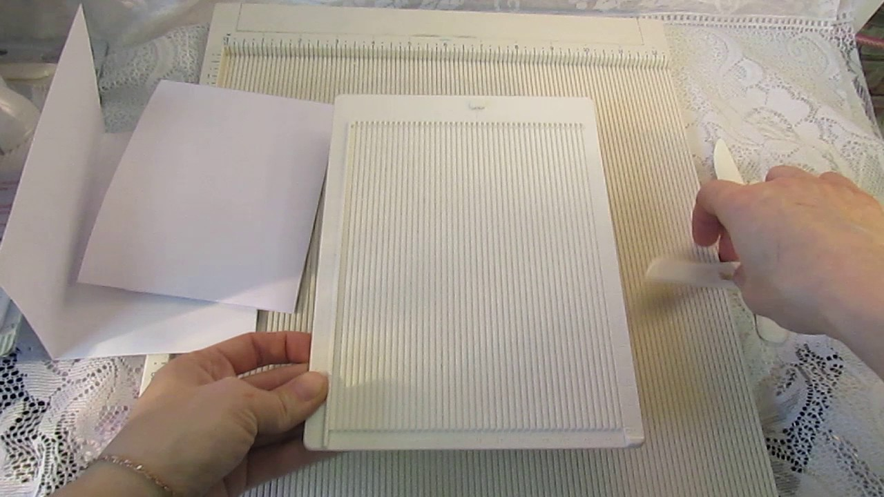 Цена: 2090 р. Купить. Набор дыроколов martha stewart двойная петля (край и угол). Описание: набор включает 2 фигурных дырокола, которые позволяют создать фигурный край вокруг листа. Угол и край могут использоваться отдельно. Используются для создания оригинальных открыток, оформления.