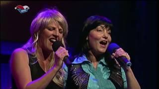 Sia Korthaus singt Karnevalslieder mit Simon & Garfunkel
