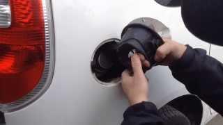 Как снять лючок бензобака для подбора краски ?(, 2013-10-19T11:28:43.000Z)
