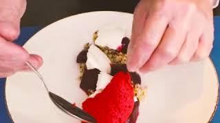 Готовим салат из пряной свеклы с малиной и киноа по рецепту от нижегородского шефа