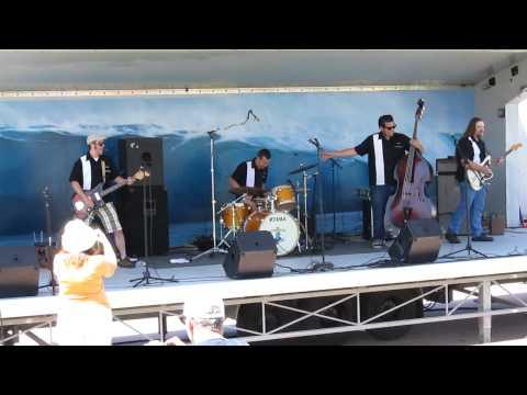 LIVE MUSIC AT THE HUNTINGTON BEACH PIER PLAZA