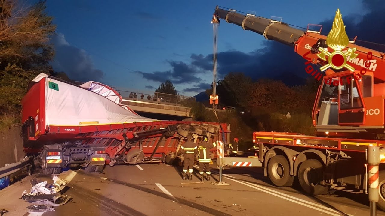 Caposele (AV) - Gravissimo incidente stradale sulla Fondo Valle Sele.