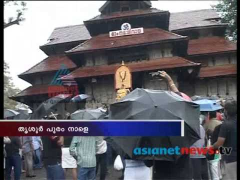 Thrissur pooram: pooram starts by Thechikottukavu Ramachandran comes out the temple