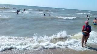 Урзуф. Ветреная погода, большие волны.