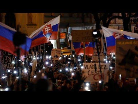 Milhares de eslovacos manifestam-se por eleições antecipadas