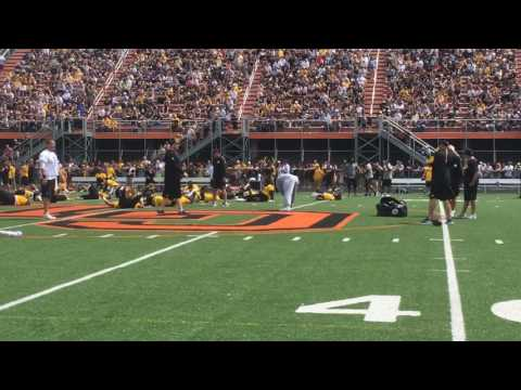Ben Roethlisberger throws rugby ball at Pittsburgh Steelers training camp