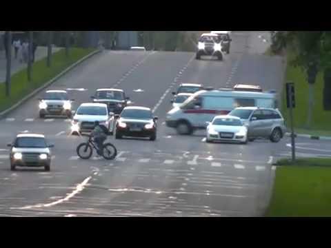 BMW m5 VS audi r8 (street race)