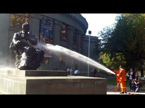 Armenian Volunteers Washed Monuments In Yerevan