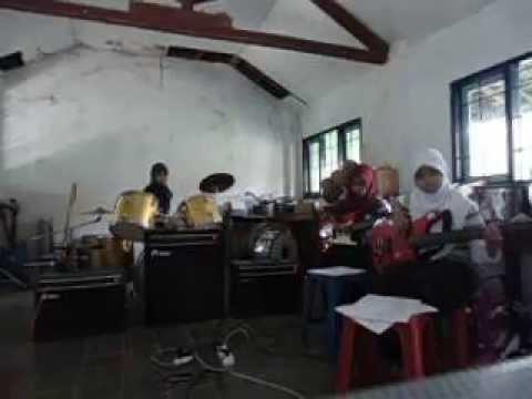 Deja vu Band-Proud of You Moslem (Fatin)