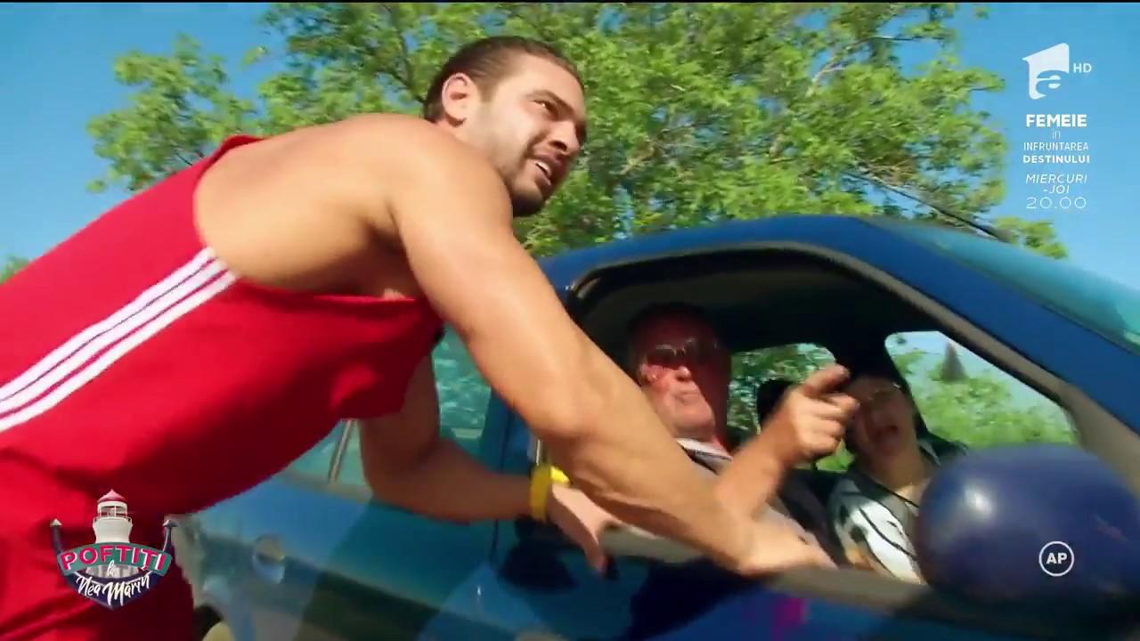Dorian Popa și Edi Stancu, puși să vândă roșii pe marginea drumului: