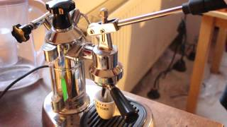 La Pavoni Espressomaschine- Zubereitung Espresso/Crema- New York Cafe