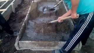 Замесить бетон в ручную 0.5 куба.500 л.2.5т. состав.пропорци,приготовление цементного раствора(, 2015-08-26T05:22:36.000Z)