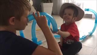 Дино - Денчик. Видео для детей.Трубопроводная гоночная трасса Chariots Speed Pipes