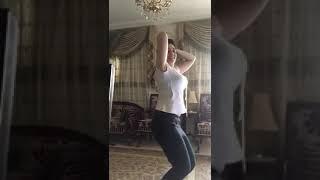 فضيحه مريم مكرم  وهيا بترقص مع نفسها