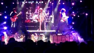 Aerosmith - Seasons of Wither (Steven Tyler on guitar) (07/10/2015 Salinas, CA)