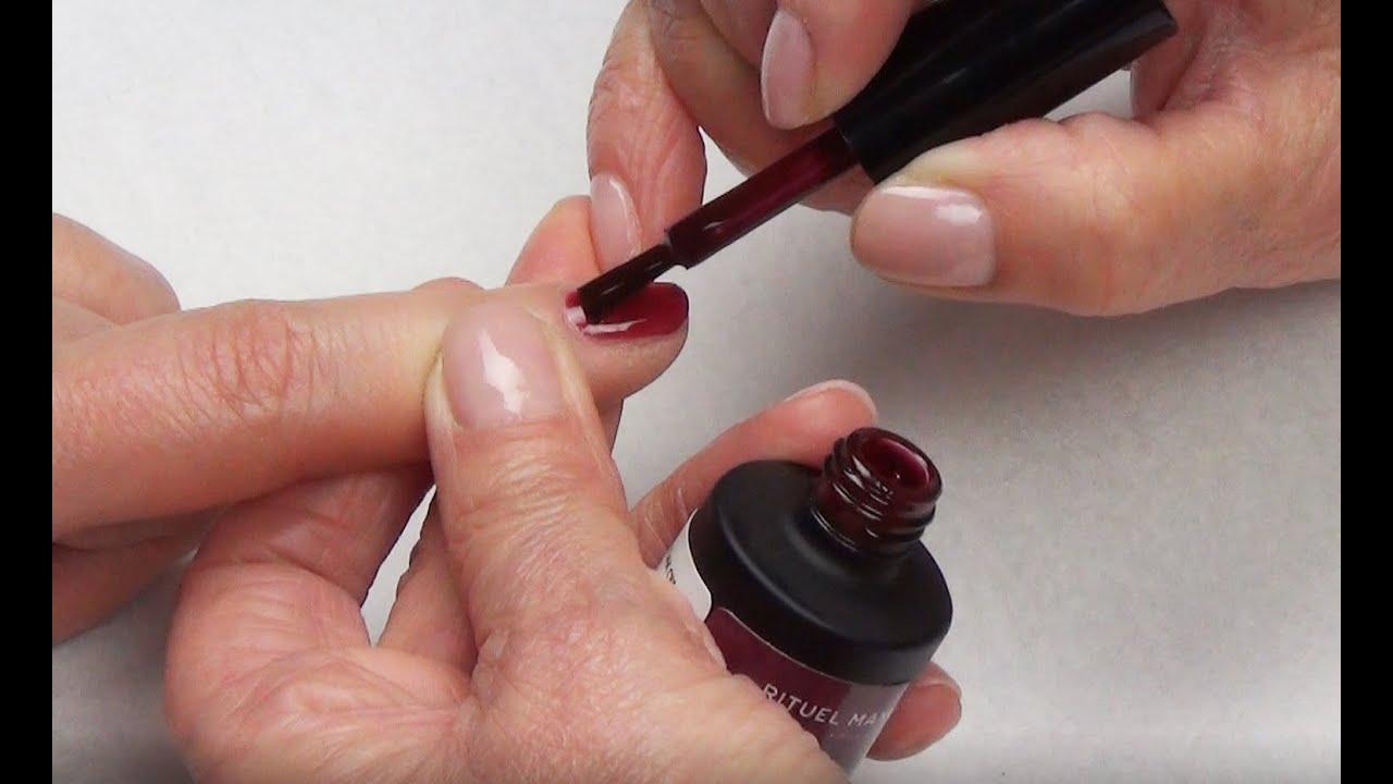 Appliquer un vernis permanent foncé légèrement transparent