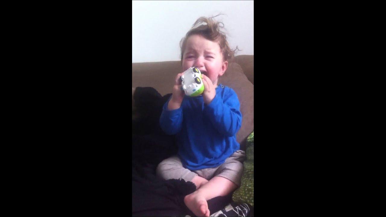 Baby weint wenn Mama singt - YouTube