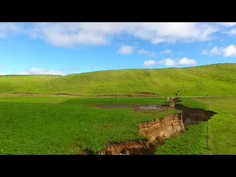 Giant sinkhole opens up in New Zealand
