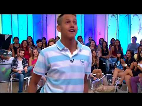 brazillian guy dancing and does splits original in 720p
