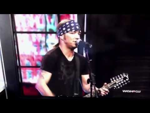 Bret Michaels singing Every Rose Has It's Thorn live