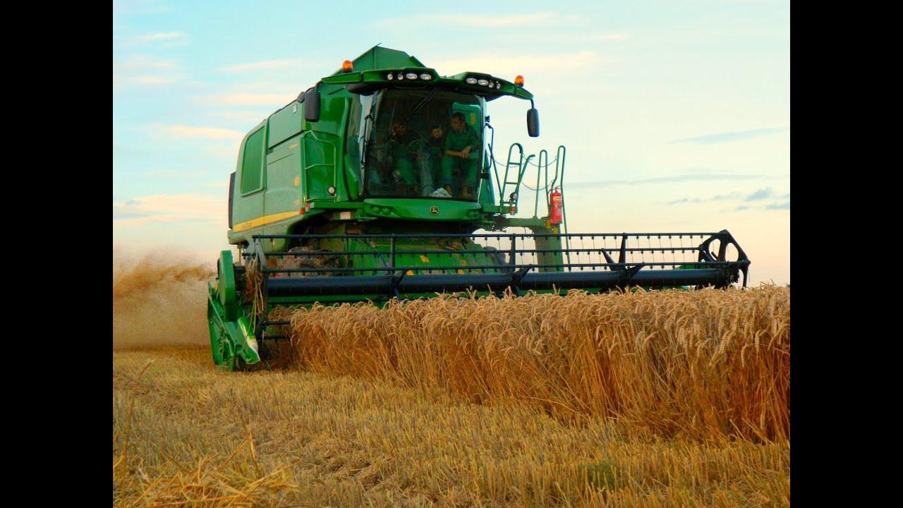 New John Deere T550 Harvesting Wheat
