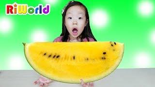 Funny Cooking contest, Yellow color watermelon, RIWORLD 수박이 노란색이라구요??(반전주의) 리원이와 아빠의 수박 요리대결