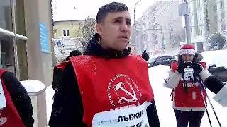 Коммунисты устроили лыжные гонки на заснеженных улицах Саратова
