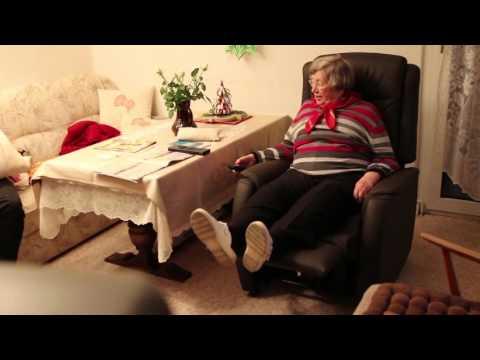 Meine 90jährige Oma führt ihren Fernsehsessel vor