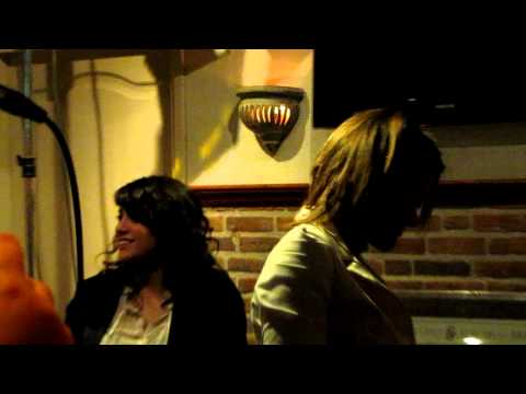 Loes en Laura zingen Fame