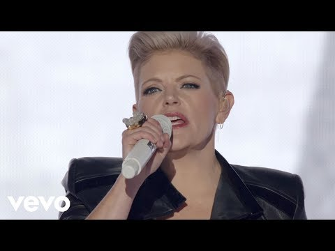 Dixie Chicks - Cowboy Take Me Away (Live)