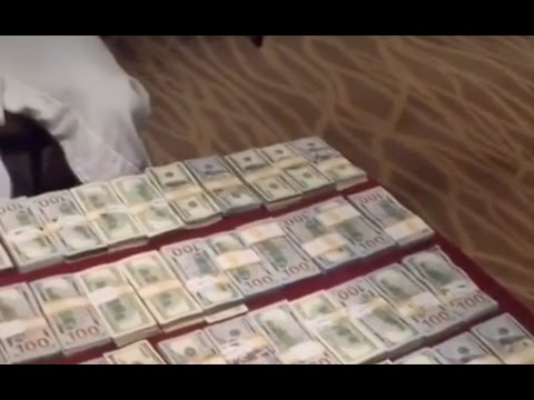 Floyd Mayweather Responds To 50 Cent By Counting Up $1M Cash
