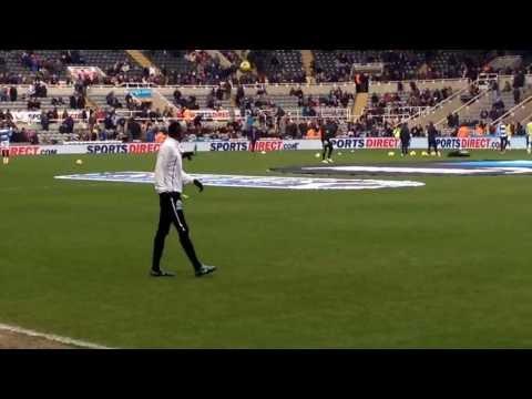 Sammy Ameobi warm up newcastle United v Manchester City
