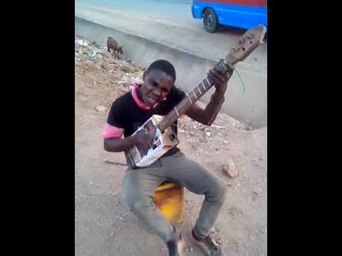 Amazing Street guitarist Thompson Kapasula from Ngumbe Malawi-No money no room