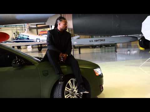 Behind the scenes video of a photo shoot with Omar Bolden and his new Audi A8L