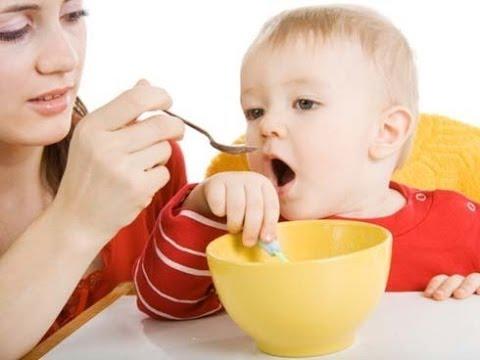 Como dar de comer a un bebe youtube - Tos bebe 2 meses ...