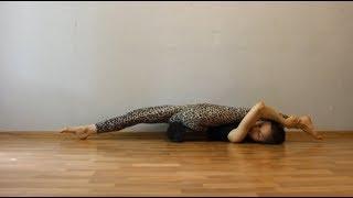 Шпагат вверх тормашками. Middle split stretching