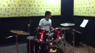 Hendrik belajar jazz biar seperti drummer jazz :)