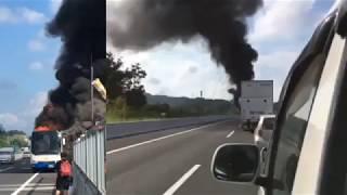 【2映像同時】速報9月9日!新東名でバスが大炎上  大渋滞 ドラレコ