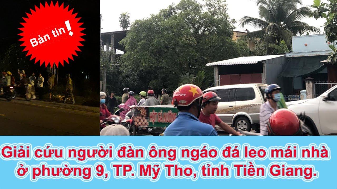 Giải cứu người đàn ông ngáo đá leo mái nhà ở phường 9, TP. Mỹ Tho, tỉnh Tiền Giang.