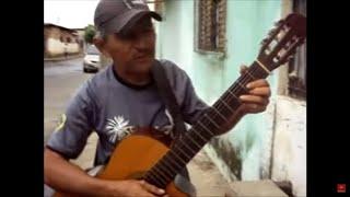 Um talento perdido! Impressionante a voz cantando Bee Gees