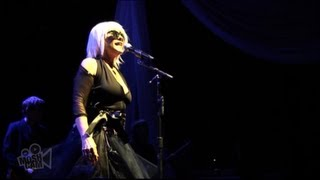 Blondie - Intro to Hanging On The Telephone | Live in Sydney | Moshcam