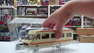 Unboxing Breaking Bad 1986 Fleetwood Bounder RV 1/43 Scale Diecast Model by Greenlight