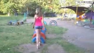 Пьяная девка упала на шины.