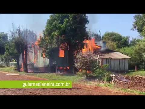 Serranópolis: Casa de madeira é destruída em incêndio