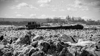 Наводнение в Великом Устюге 2016. (Люди убегают от глыбы льда...)