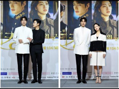 Lee Min Ho hớn hở tạo dáng với Kim Go Eun,  tình tứ khoác tay Woo Do Hwan tại họp báo 'Bệ Hạ Bất Tử'