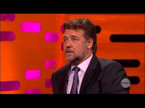 Graham Norton Asks Russell Crowe If His BEST On-screen Kiss Was With A Bloke!!