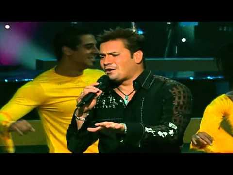 Victor Manuelle  La Vida Es Un Carnaval Homenaje a Celia Cruz En HD